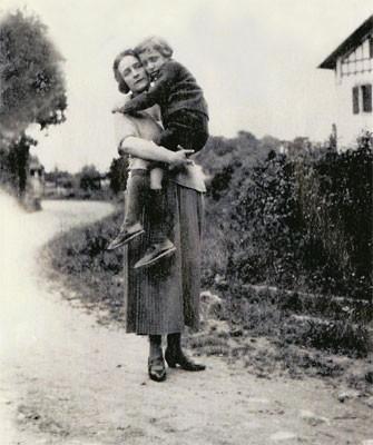 """""""La exigencia del amor"""". Fotografía de Roland Barthes junto a su madre"""